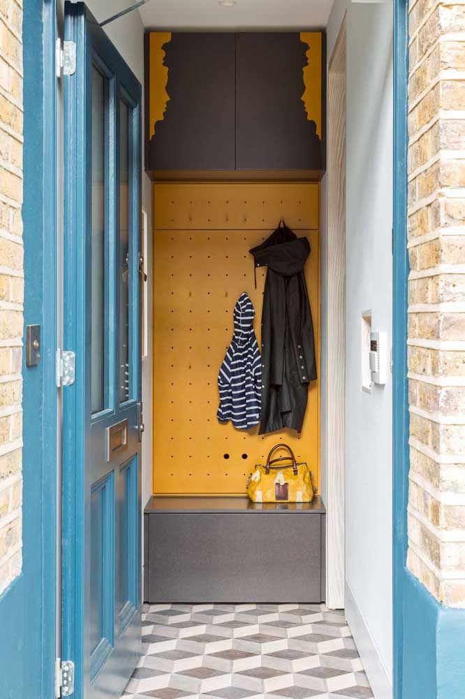 Le hall d'entrée est l'un des meilleurs endroits pour poser l'étagère à chaussures, surtout pour ceux qui ont l'habitude d'enlever leurs chaussures avant d'entrer dans la maison