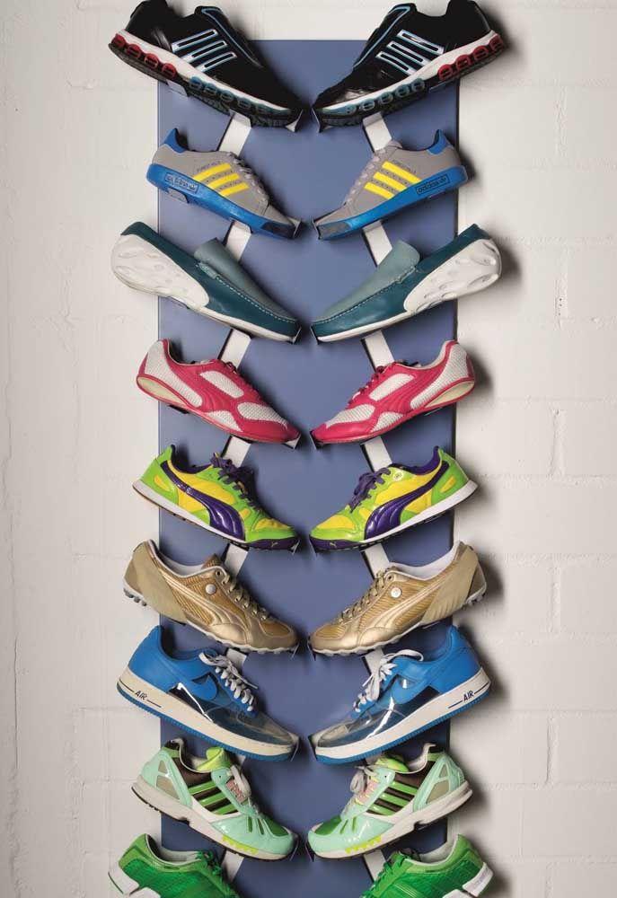 Une paire pour chaque côté, le porte-chaussures est plus beau comme ça