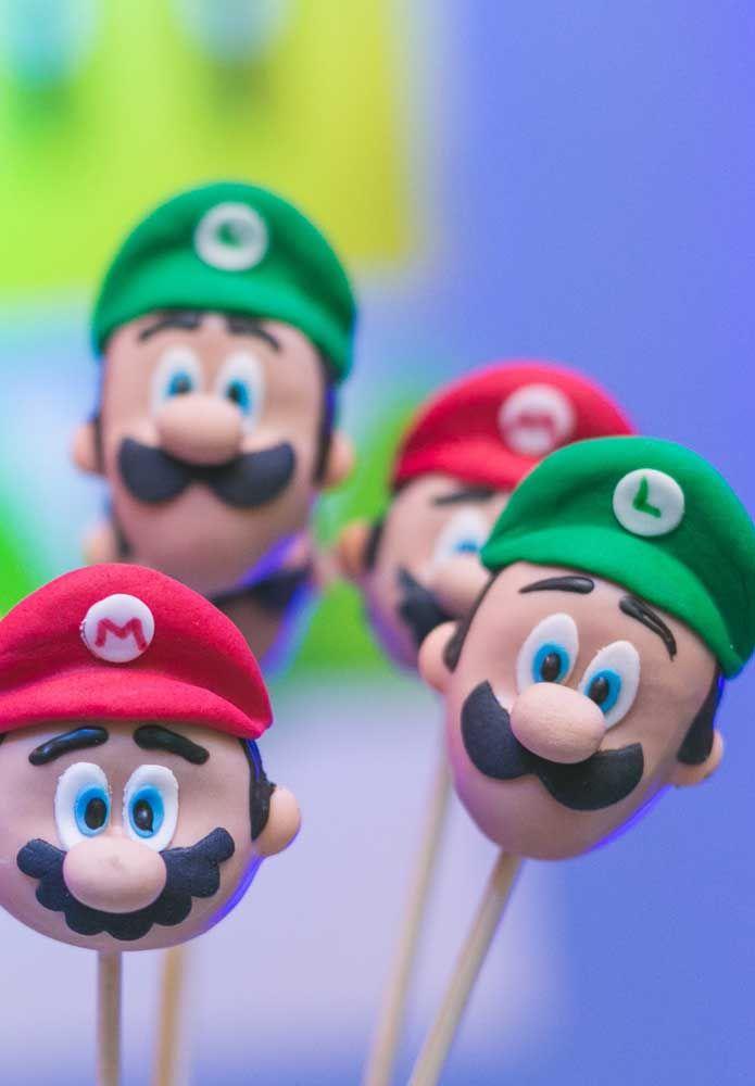 Le biscuit est un excellent artisanat pour fabriquer les personnages du gang Mario Bros.