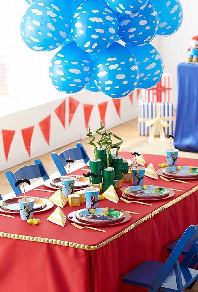 Le rouge et le bleu sont les couleurs liées au thème de Mario Bros.  Par conséquent, la décoration doit suivre ce modèle.