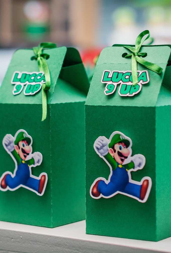 Vous pouvez faire quelques boîtes simples pour mettre les souvenirs.  Ensuite, prenez quelques chiffres et clouez-les dans les boîtes.