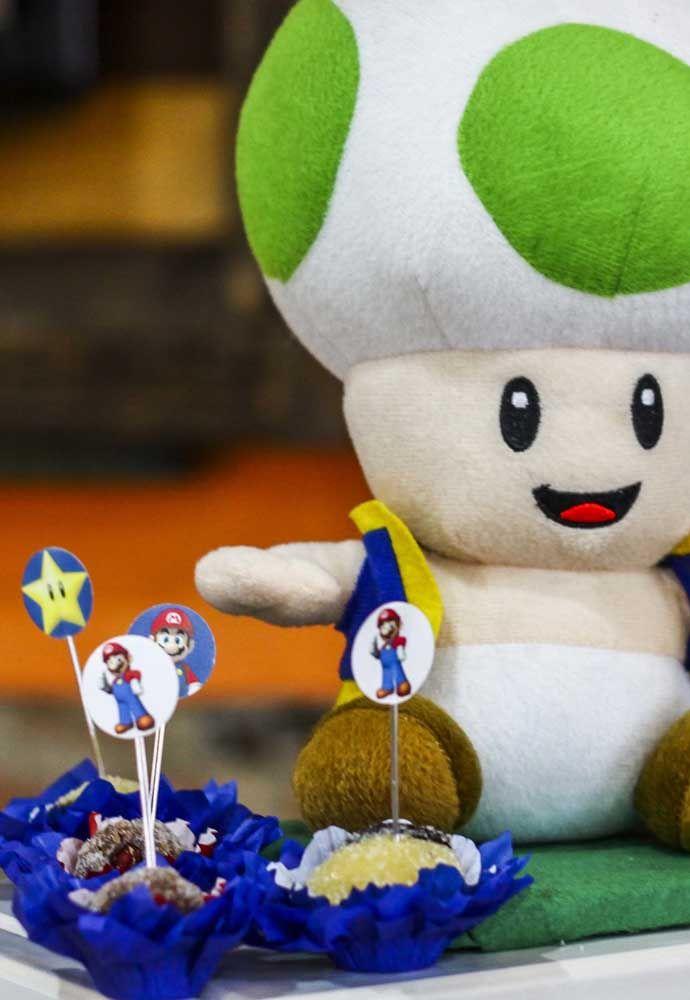 Regardez la chose la plus mignonne à propos de cette poupée en peluche Mario Bros.