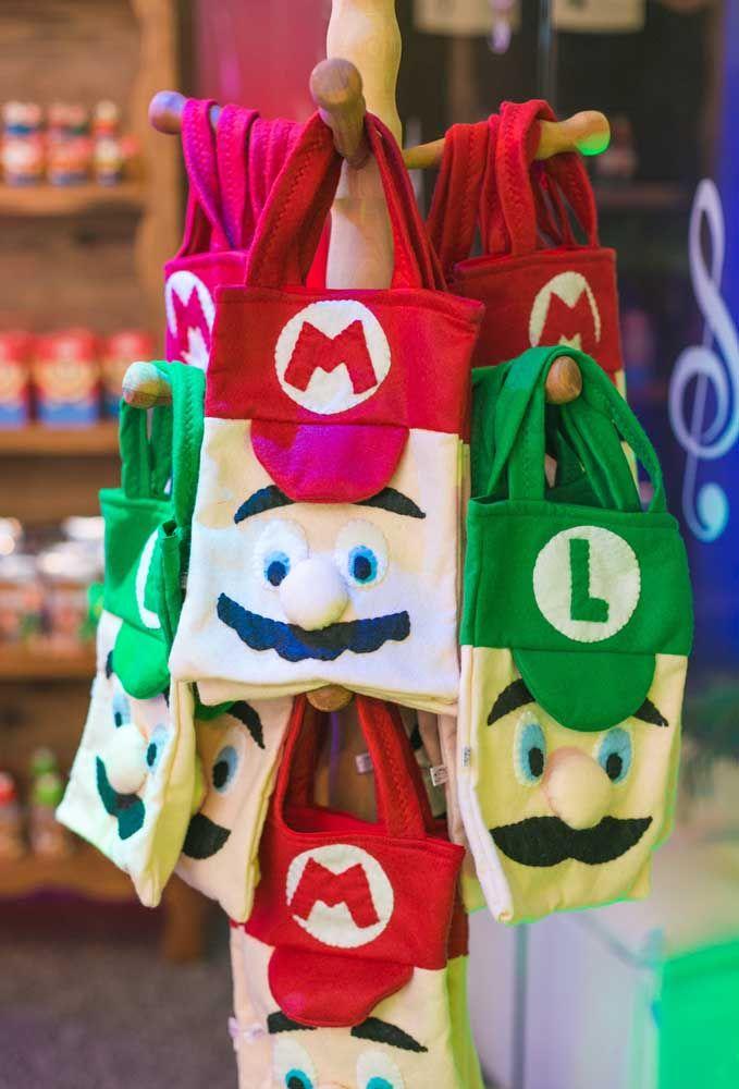 Pour différencier les enfants, confectionnez des sacs souvenirs avec Mario Bros et son frère Luigi.