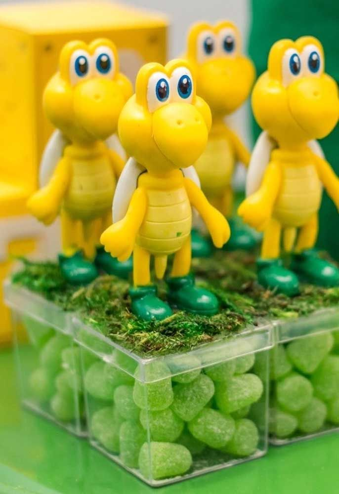 Pour que le porte-bonbon ne soit pas simple, utilisez des biscuits pour fabriquer des personnages à placer sur les boîtes.