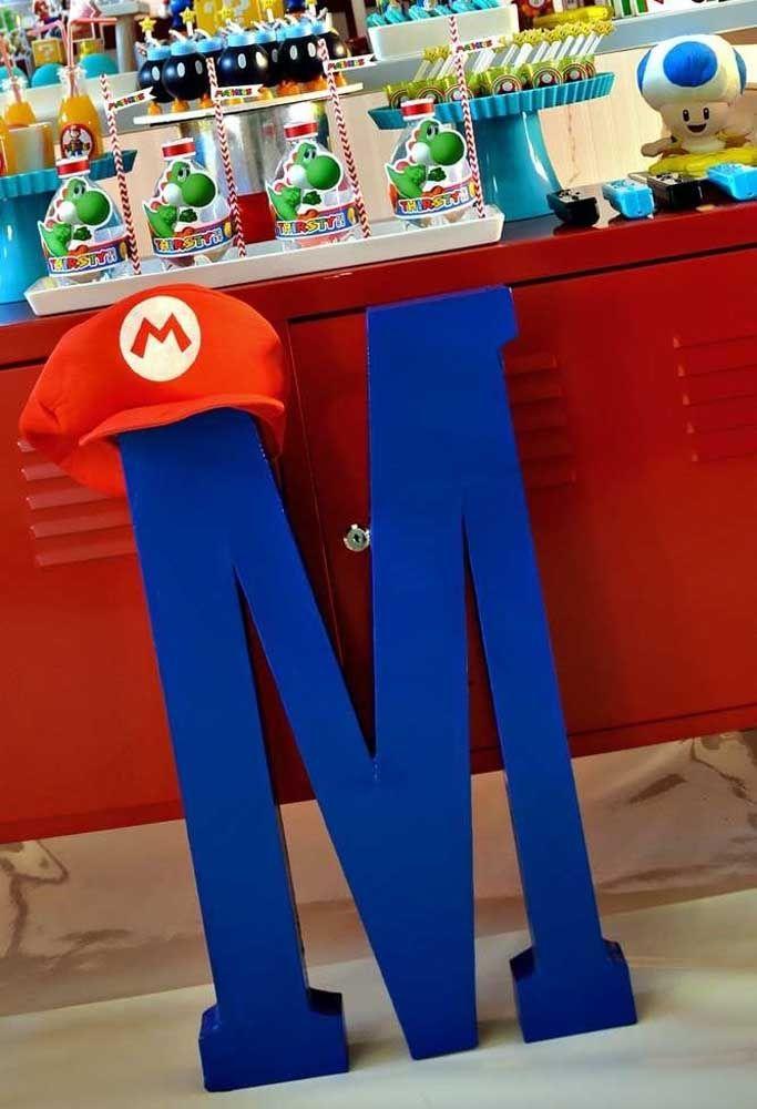 Le chapeau Mario Bros est déjà un élément caractéristique du jeu.  Placez-le bien en évidence sur le dessus de la lettre M juste en face de la table principale.