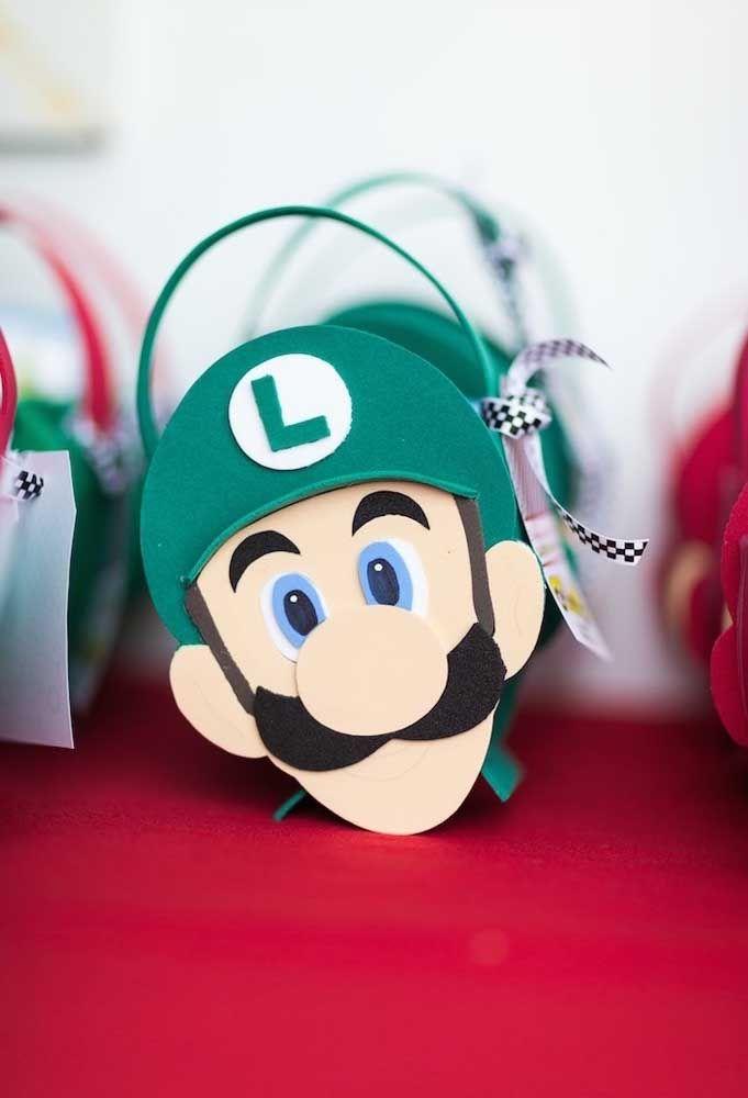 Préparez des sacs avec le visage de Mario Bros et Luigi et mettez des friandises à l'intérieur pour les offrir en souvenir de la fête.
