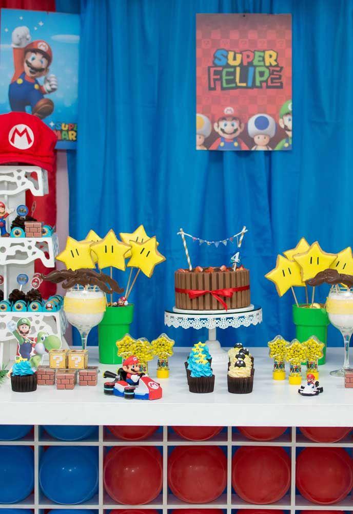 Le gâteau peut être simple, mais la table principale doit être soignée.