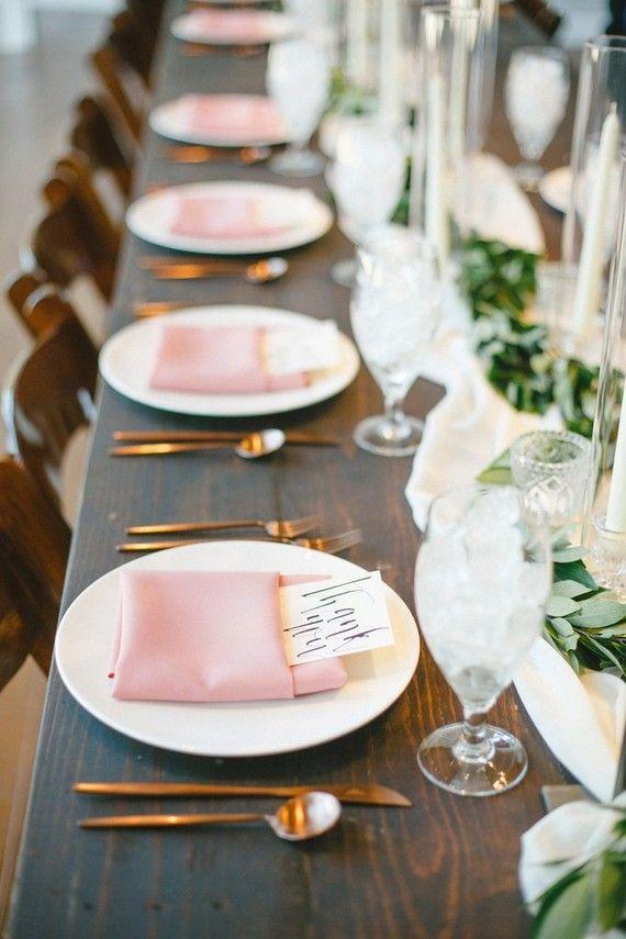 Set de table sans napperon, serviette et sousplat