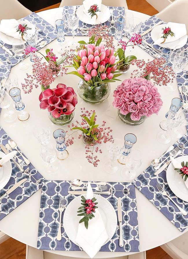 Set de table avec compositions florales