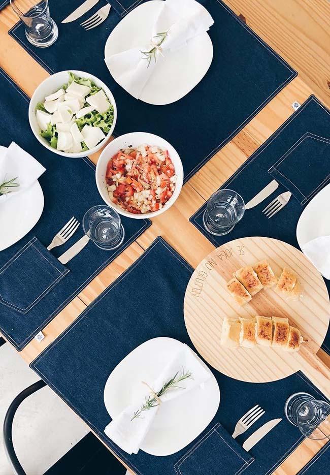 Breloque de set de table avec table