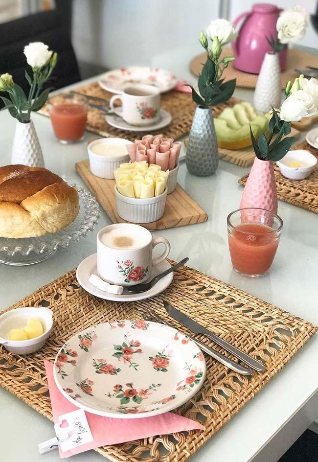 Petit-déjeuner simple pour table