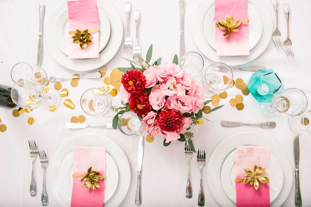 Les ronds de serviette rehaussent le décor de la table