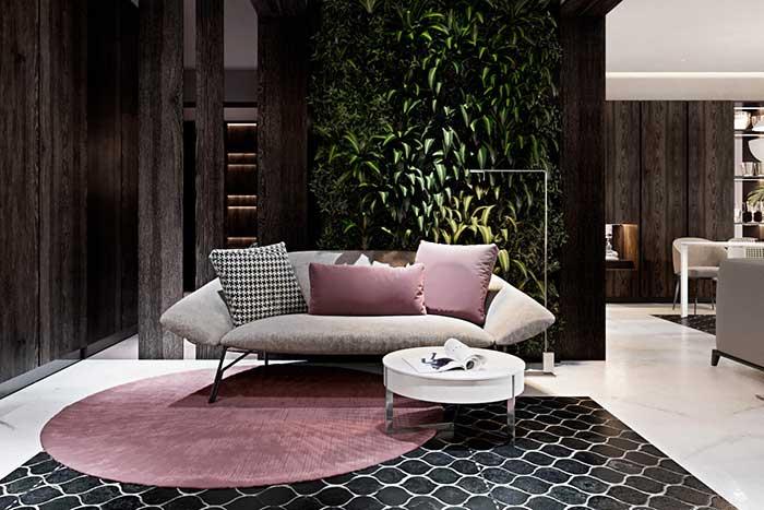 Mur végétal dans une pièce en bois